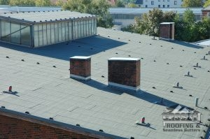 Why Flat Roofing Is a Great Commercial Roofing Material To Consider